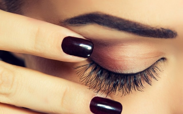 Eyelash tinting – pros and cons. What should you know about it?