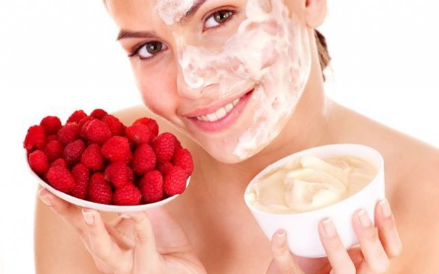 Natural, Homemade Cosmetics – Face Cream for Rosacea and Under Eye Cream with Knapweed and Eye-bright.