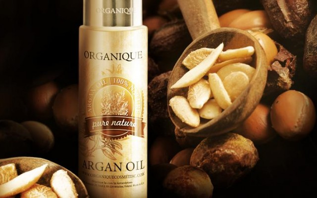 Organique oils for hair care: argan oil, macadamia oil and sesame oil.