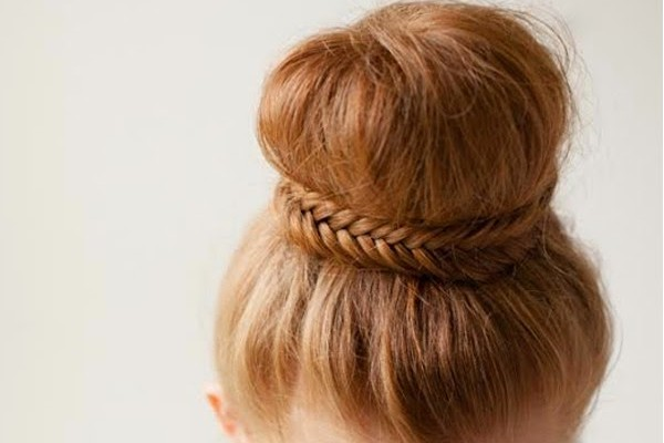 D.I.Y. Smart hairstyle: Plait & Bun.