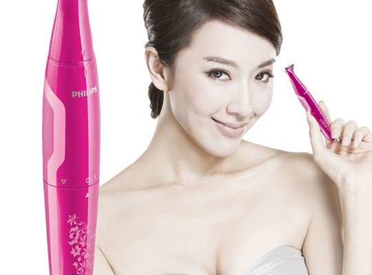 Smooth skin due to Touch-up pen trimmer by Philips.