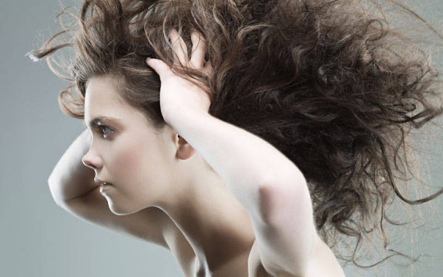 Hair styles for the autumn aura. How to style your hair to look beautiful?