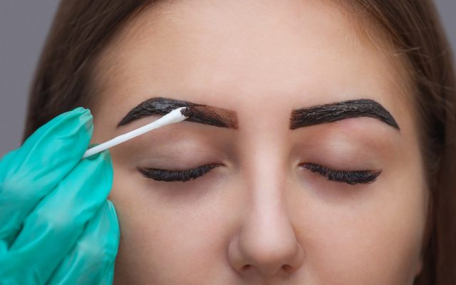 How to tint your eyebrows at home? Eyebrow henna step by step