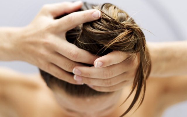 Time for hair – homemade hair rinses with avocado oil